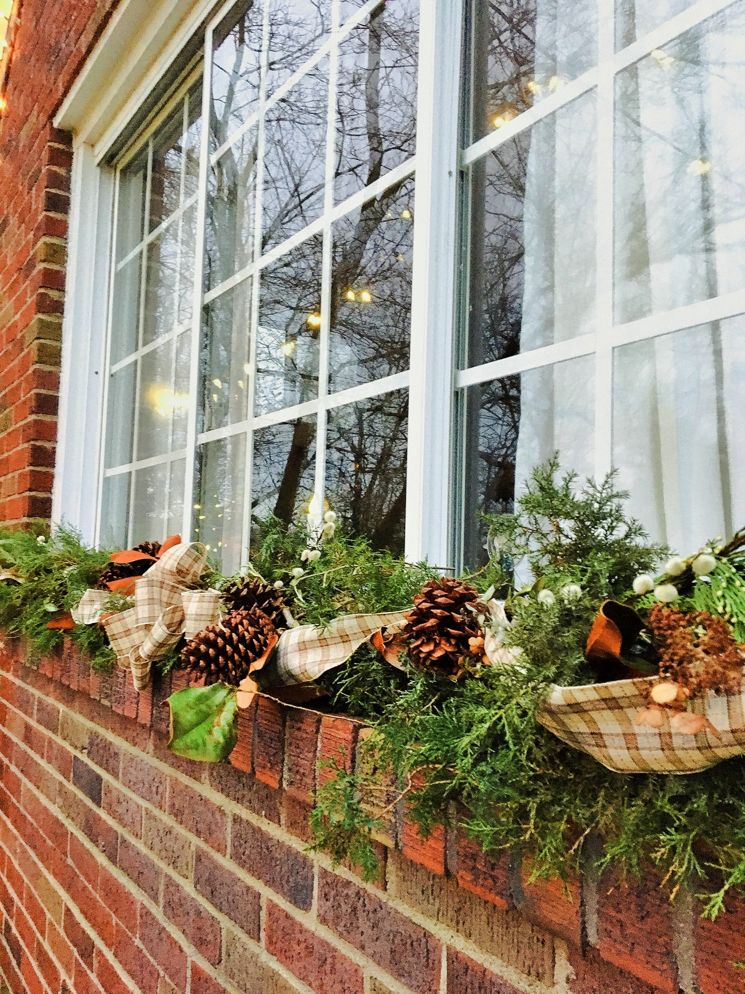 Natural Decorating DIY – Creating a Windowsill Christmas Swag