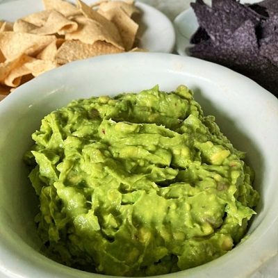 How to Make Delightfully Good and Easy Guacamole