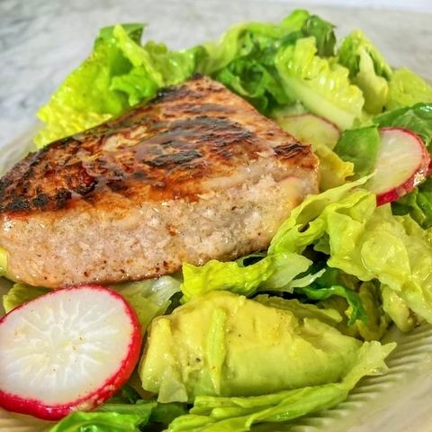 A quick easy tuna steak salad dinner idea